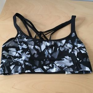 Chic strappy sports bra